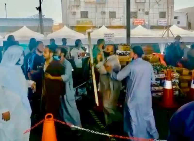 فيديو.. مضاربة بين عمالة عربية بسوق الخضار بخميس مشيط - المواطن
