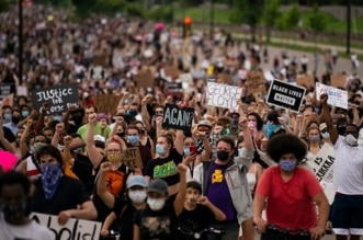 الصحة العالمية تدعم احتجاجات أمريكا: تظاهروا بالكمامات! - المواطن