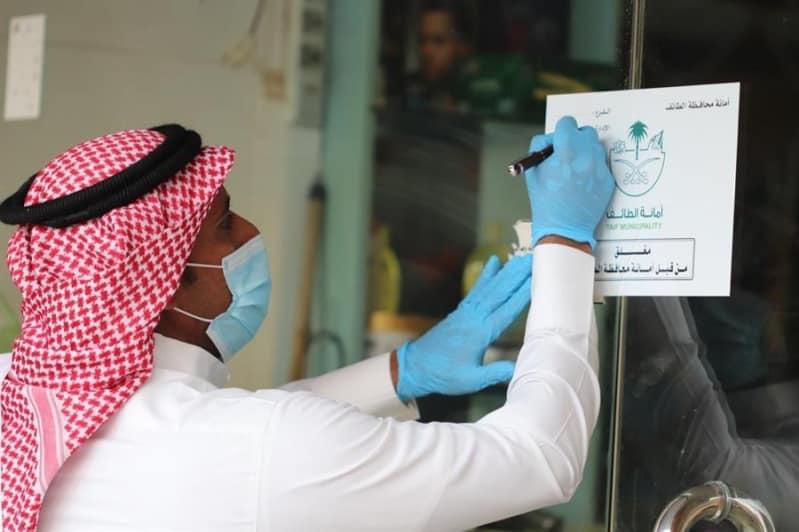 إغلاق 13 صالون حلاقة خالفت بروتوكولات الوقاية من كورونا ببلدية العمرة