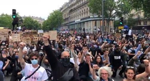 الآلاف يتظاهرون ضد العنصرية في شوارع زيورخ