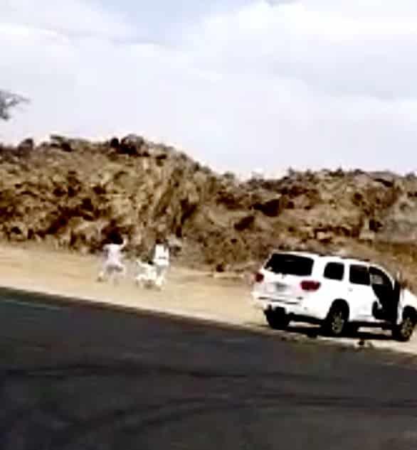 مطاردة واصطدام بين مركبتين ومضاربة بالعصي ورشق بالحجارة بأحد رفيدة - المواطن
