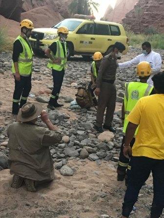 إنقاذ 5 أشخاص علقوا في وادي غمرة