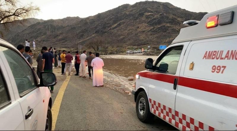 سيل يجرف مركبة في تهامة الباحة : غريق واصابة اثنين - المواطن