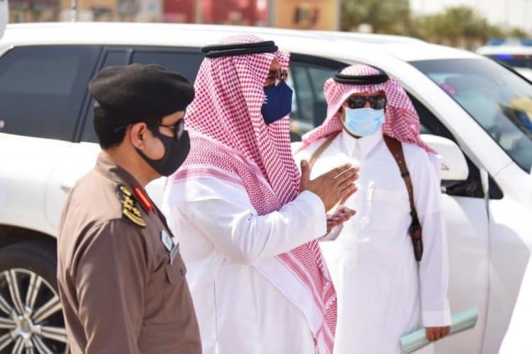 صور.. محافظ حفر الباطن يتفقد مشروع درء أخطار السيول