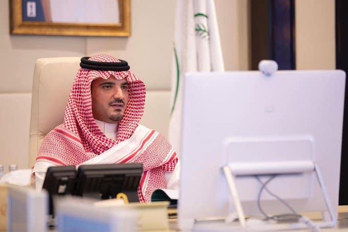 وزير الداخلية يوجه بالاستفادة من التجارب الدولية في مجالات الحد من الجريمة