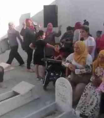حفل زفاف داخل مقبرة يثير الجدل في تونس
