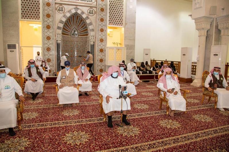 آل الشيخ لمن يخدم الحجيج: ما تقدمونه ليس له جزاء إلا الأجر والثواب من الله - المواطن