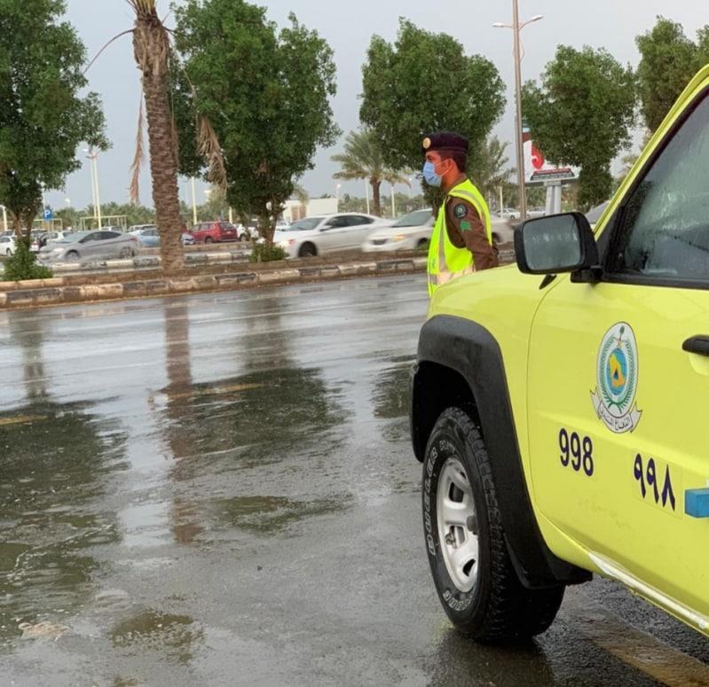 أمطار وجريان للسيول بنجران.. والمدني يحذر الجميع