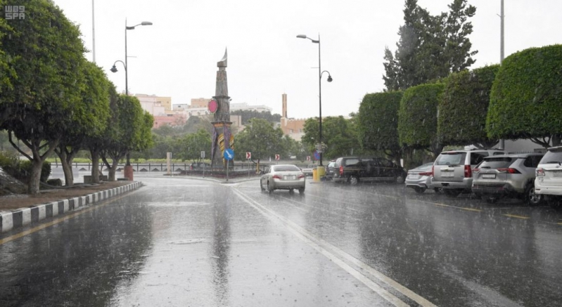 أمطار عسير تتواصل وسط تحذيرات المدني