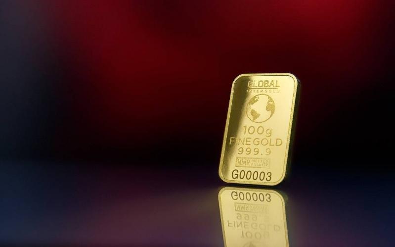 الذهب يرتفع لذروة أسبوعين مع تعثر الدولار