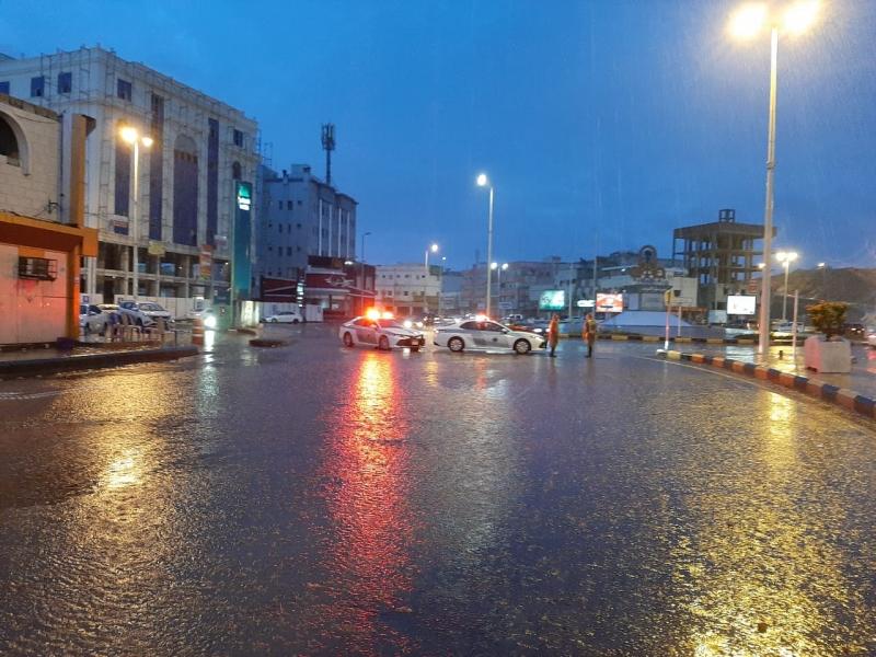 شاهد.. الأمطار تغرق المنطقة المركزية بكورنيش جازان! - المواطن