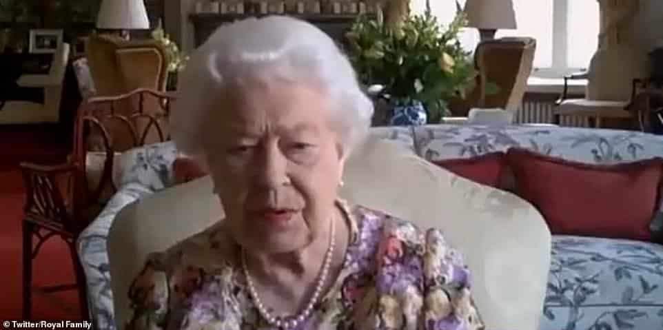 فيديو طريف.. الأميرة آن تعلم الملكة إليزابيث استخدام تطبيق Zoom