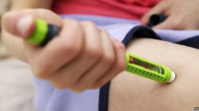 أكاديمي يحذر مرضى السكري من الاعتماد على الأعشاب ومنع الأنسولين