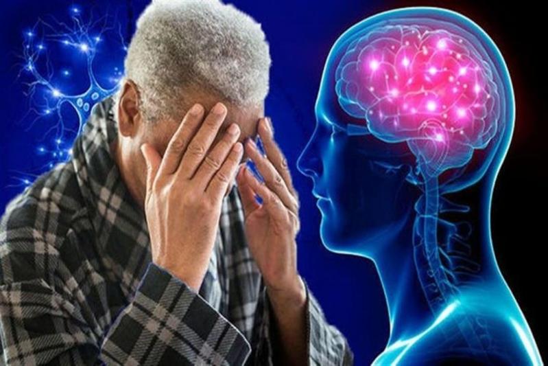 مشاكل القلب ترفع خطر الإصابة بألزهايمر .. استشاري مخ وأعصاب يوضّح أسرار المرض
