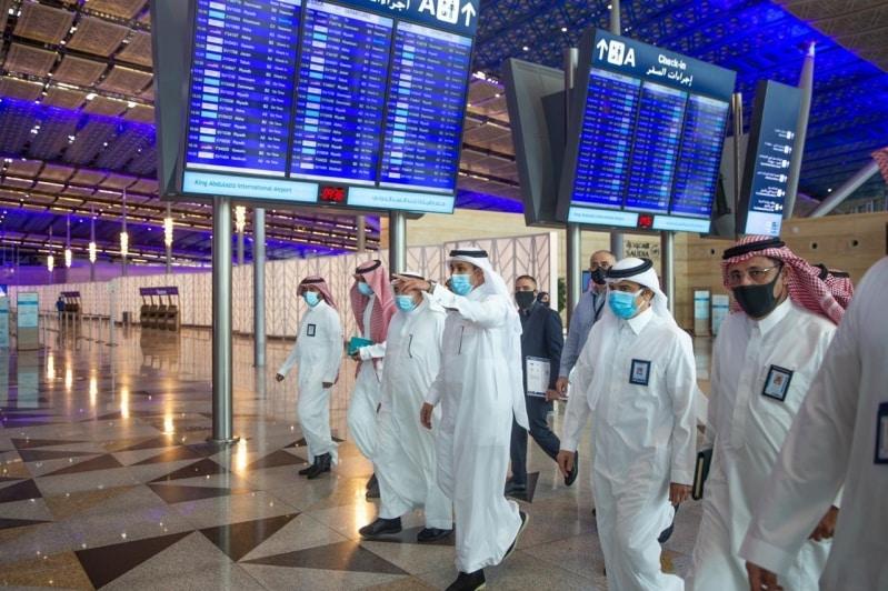 وزير النقل يتفقد الإجراءات الاحترازية بمطار جدة ومحطة القطار - المواطن