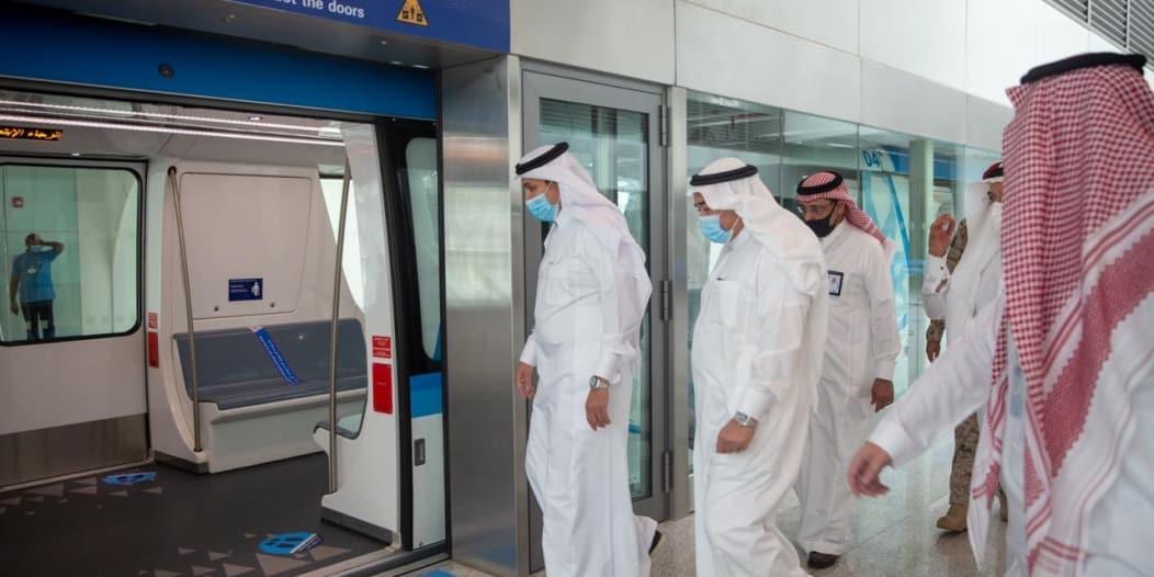 وزير النقل يتفقد الإجراءات الاحترازية بمطار جدة ومحطة القطار