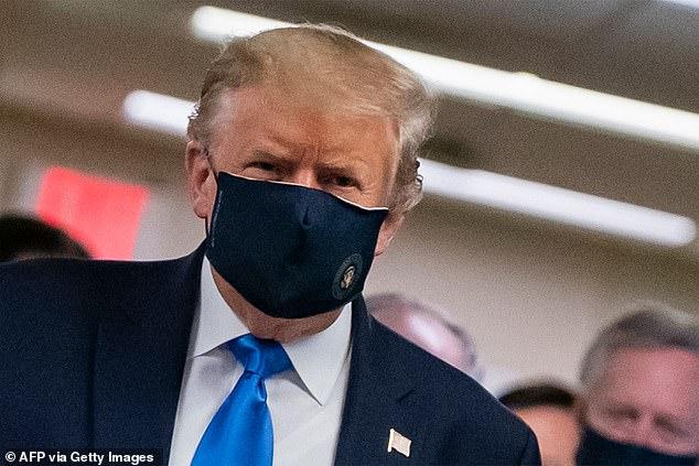 ترامب ينصح المواطنين بارتداء الكمامات لأول مرة من اندلاع الأزمة