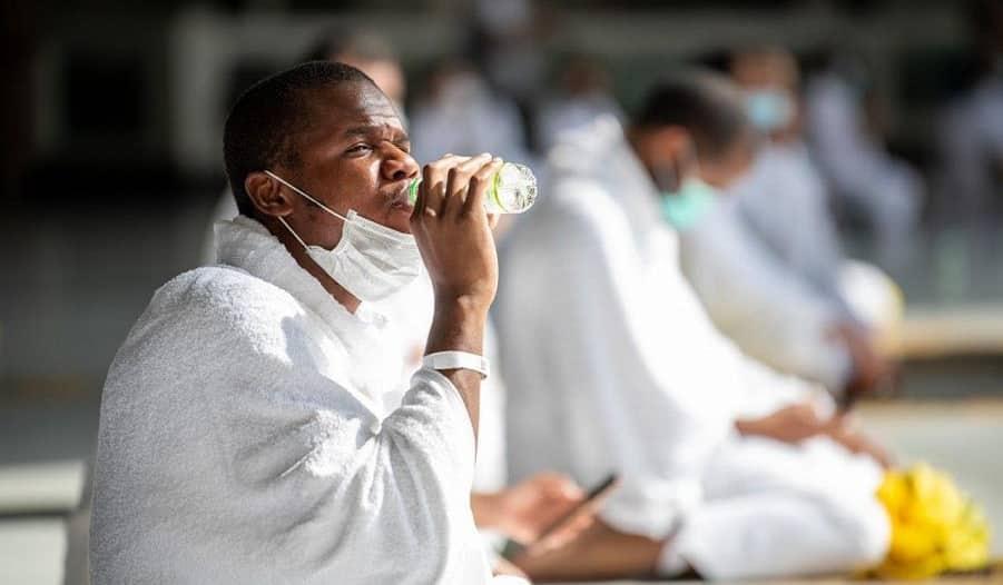 المياه الوطنية توزع عبوات زمزم 5 لترات وفق الإجراءات الاحترازية