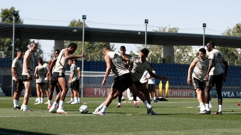 المرينغي يستعيد نجميه قبل مباراة ريال مدريد ضد فياريال
