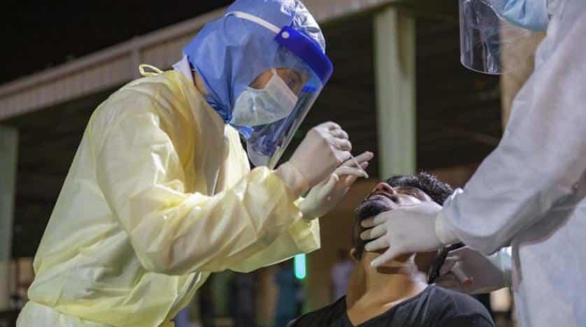 """بالفيديو.. دقيقتان لفحص فيروس كورونا في مراكز """"تأكّد"""" بجدة"""