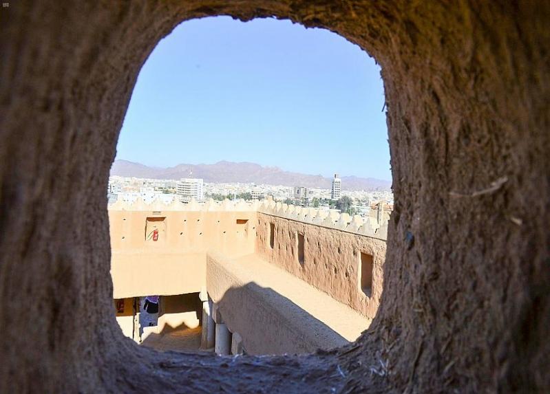 قلعة أعيرف تطل على حائل منذ 1260 هـ
