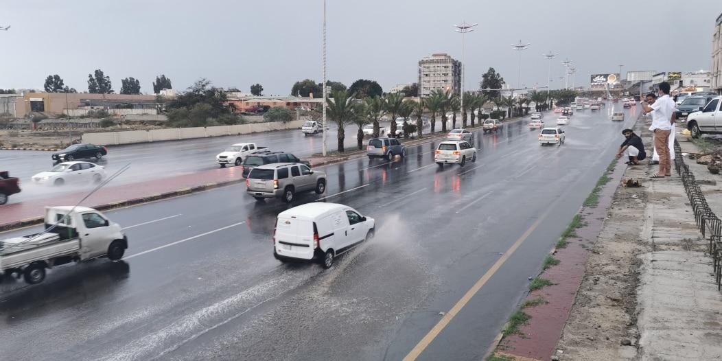 أمطار غزيرة على عسير حتى السابعة