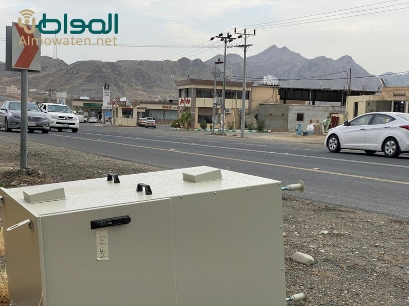 مجهولون يعبثون بجهاز ساهر على طريق رجال ألمع - المواطن