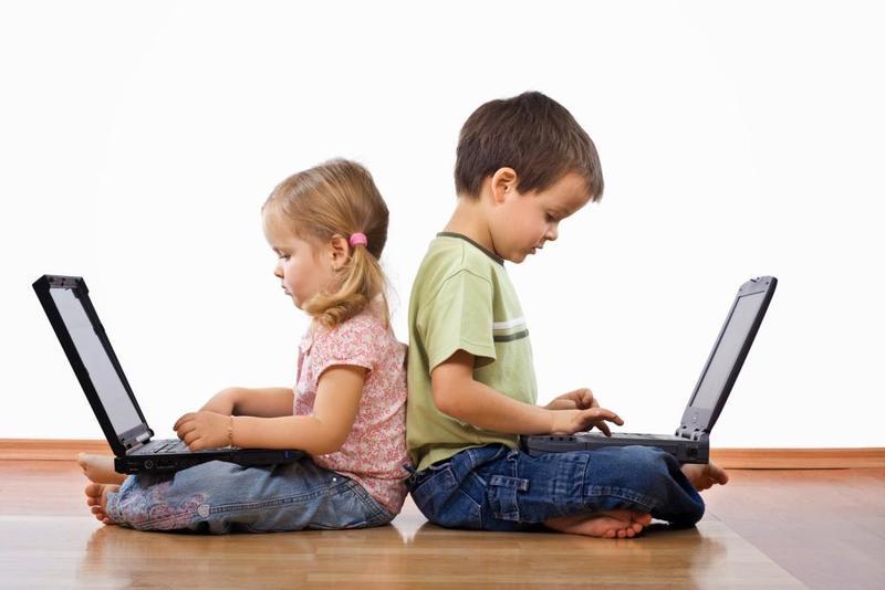 لا تنشر صور أطفالك على شبكات التواصل الاجتماعي.. لهذه الأسباب