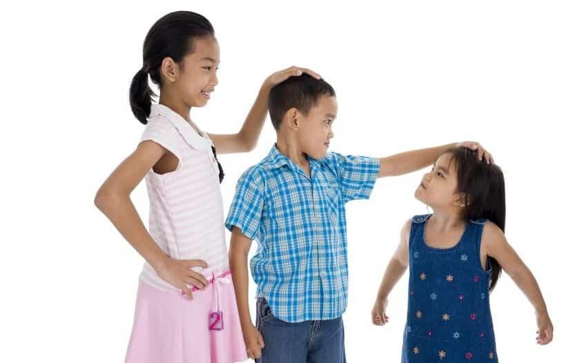 5 % من الأطفال يعانون قصر القامة عالميًا.. الأسباب والعلاج
