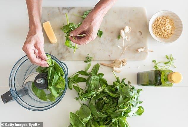 8 أنواع من الطعام لا يجب وضعهم في الثلاجة أبدًا