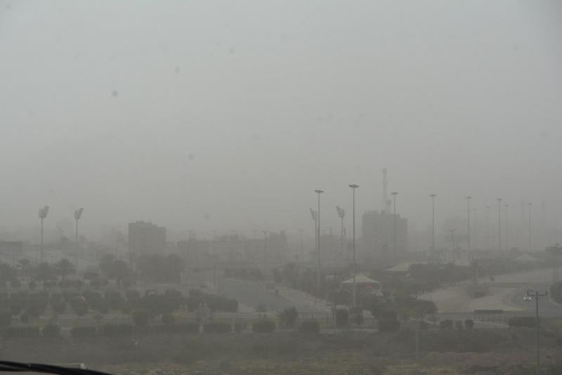 موجة غبار كثيف تضرب عددًا من محافظات ومراكز تهامة عسير - المواطن