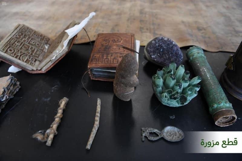 شاهد.. الإطاحة بثلاثة مواطنين روّجوا 154 قطعة أثرية مزورة بـ الرياض - المواطن