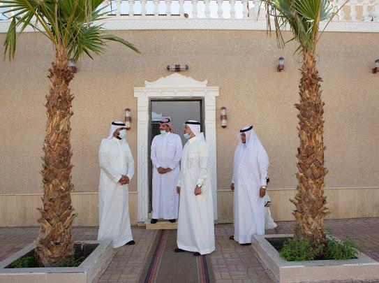 سعود بن طلال يسلم عددًا من الفلل الجاهزة للمستفيدين في تبوك - المواطن