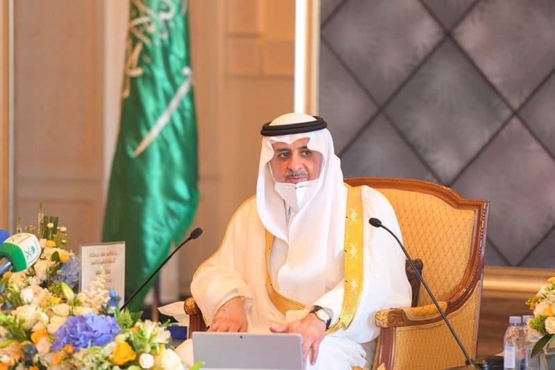 أمير تبوك يكرم 36 فائزًا بجائزة فهد بن سلطان للتفوق العلمي والتميز