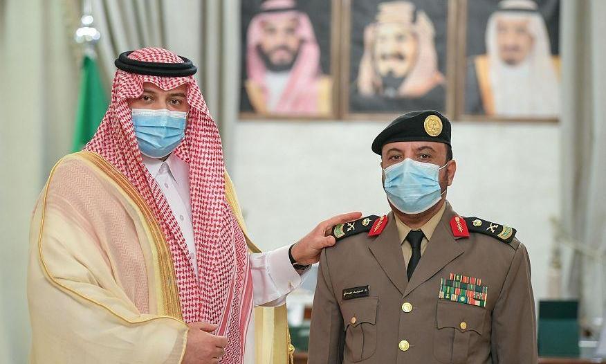 أمير الشمالية يقلد نائب مدير شرطة المنطقة رتبة لواء
