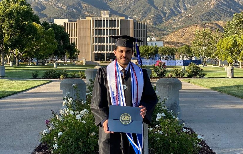 الحربي يحتفل بتخرج محمد من أمريكا