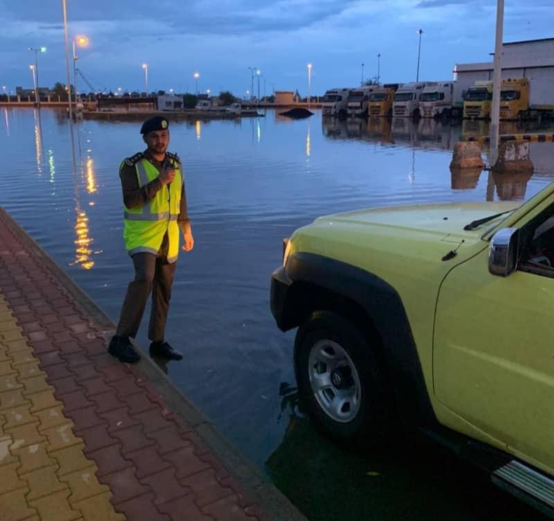 شاهد.. أمطار جازان تغرق المنازل والسيارات أول أيام عيد الأضحى - المواطن