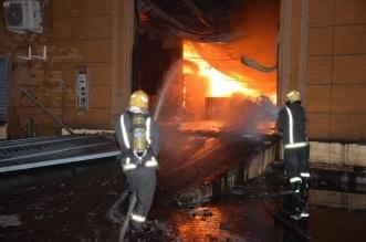 حريق يلتهم مستودعين للبلاستيك والإطارات بالرياض - المواطن