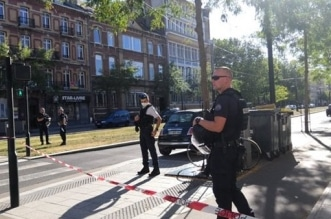 مسلح يحتجز رهائن في مصرف شمال فرنسا - المواطن