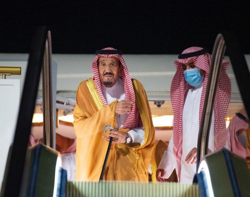 الملك سلمان يصل إلى نيوم