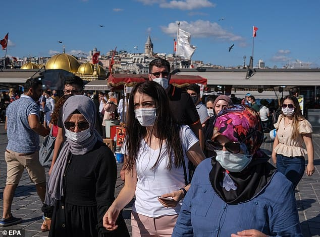 أطباء تركيا يهربون بالمئات بسبب اتهامات الإرهاب!
