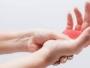 الصحة توضح سبب تنميل أطراف الأصابع والتشنجات