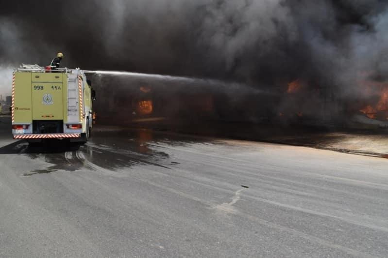 إخماد حريق في محلات للخيام وبيوت الشعر بحي الجنادرية - المواطن