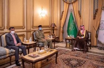 خالد بن سلمان يبحث التعاون العسكري مع قائد الجيش الباكستاني - المواطن