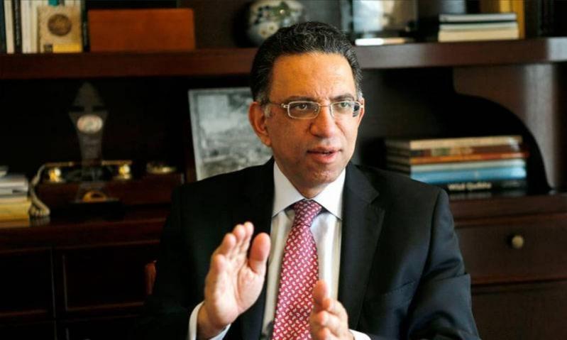 الاستقالات تعصف بحكومة لبنان.. وزير البيئة يقفز من السفينة