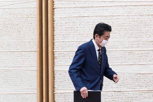 استقالة رئيس وزراء اليابان شينزو آبي بسبب التهاب القولون التقرحي