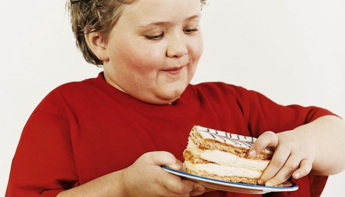 """استشاري سكري لـ""""المواطن"""": 4 عوامل خطيرة وراء زيادة وزن الأطفال"""