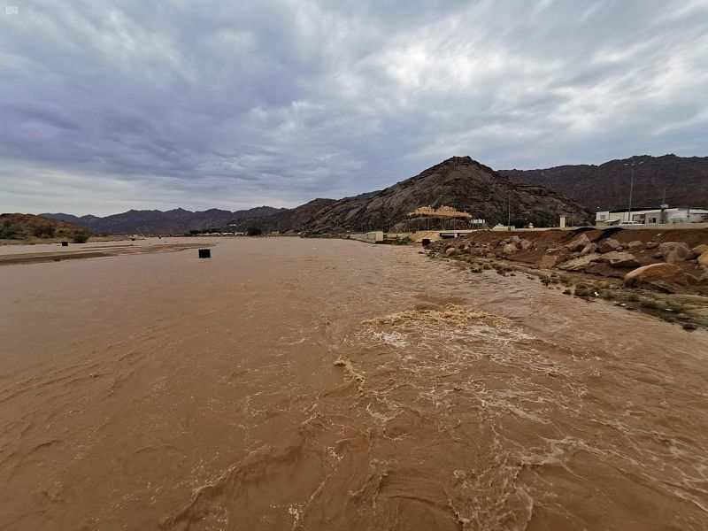 فيديو..  سيل وادي نجران يجري لمسافة 100 كم