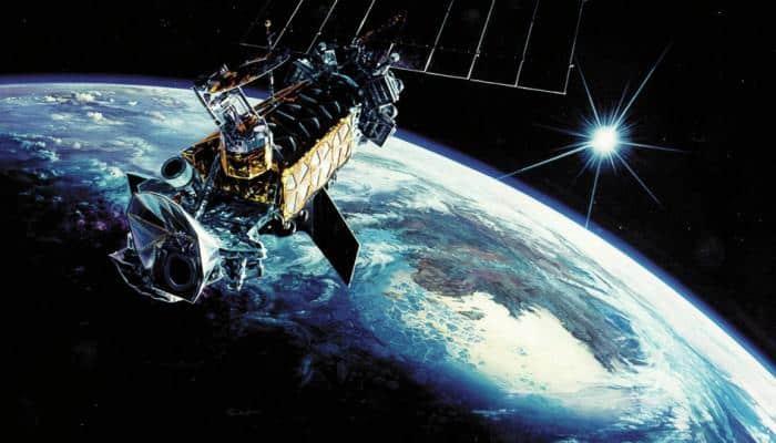 الليلة.. قمر صناعي يزن نصف طن يسقط على الأرض
