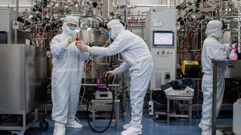 فيديو.. خطوة بخطوة داخل شركة سينوفاك الصينية لإنتاج لقاح كوفيد-19